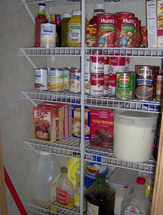 Cleaning out & organizing the pantry