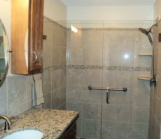 Ceramic Tile Showers And Bathtub Surrounds